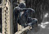 Black Spiderman sous la pluie à Paris