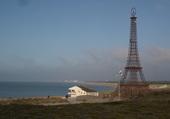 La tour Eiffel en bord de mer