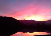 couché de soleil sur le lac chambon