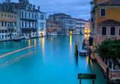 Venise a la tombée de la nuit