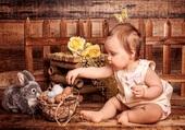 bébé et lapin à la découverte des oeufs