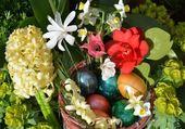 Fleurs de printemps et oeufs de Pâques