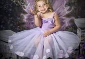 jolie danseuse aux ailes de papillon
