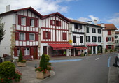 village tout en couleurs