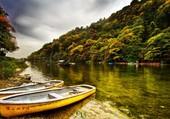 Barques sur la rivière
