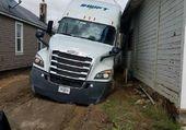 camion embourbé dans la boue