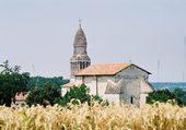 clocher à l'orée des blés