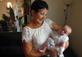 bébé et arrière grand mère
