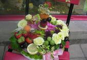 Gateau de fleurs et de fruits
