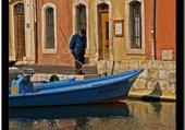 Martigues 13- Barque dans l'île