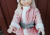 la poupée prise par le gèle
