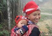 Jeune vietnamienne et son petit