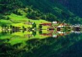 Belle vallée au bord du lac