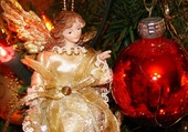 ange doré et boule rouge