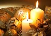 bougies et boules dorées