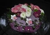 Montage de fleurs forme gâteau