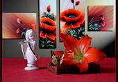 statuette et fleurs