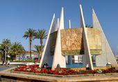 Puzzle Monument devant le port - Espagne