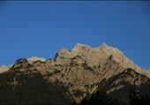 Montagnes et ciel bleu