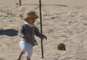 petit garçon sur le sable
