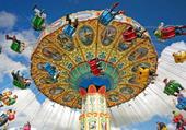 Chaises volantes, festiv.