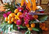 Corbeille de fruits et fleurs