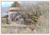 la maison rose aux volets bleux