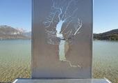 Sculture devant le lac D'Annecy