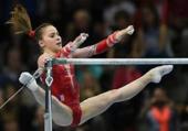 Gymnaste aux barres assymétriques