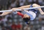 Gymnaste aux barres asymétriques