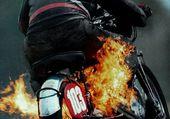 MOTO EN FLAMME