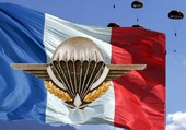 Armée  Française  ,   Drapeau  Paras