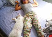 Clara et son chat chaussette