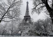 Tour Eiffel enneigée