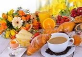 Belle table de déjeuner