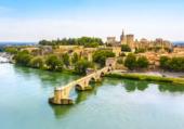 Avignon dans les bras du Rhône