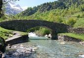 Pont de pierre sur un gave